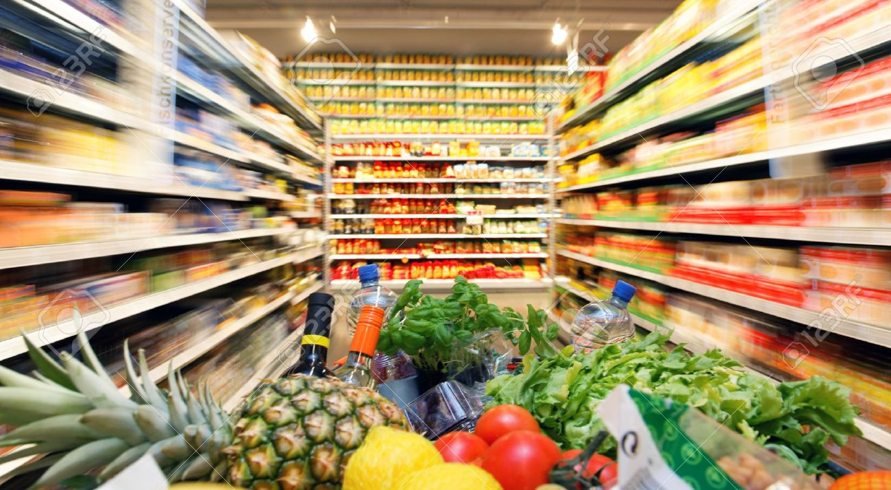 4413042-full-inkaufswagen-with-fruit-vegetable-food-in-supermarket